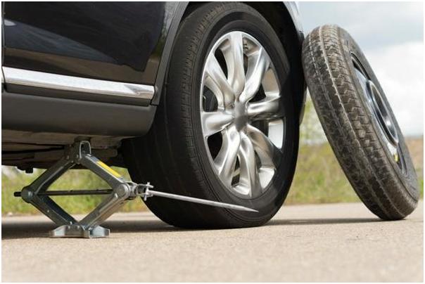 Bỏ túi cách thay lốp xe ô tô như thợ chuyên nghiệp 1
