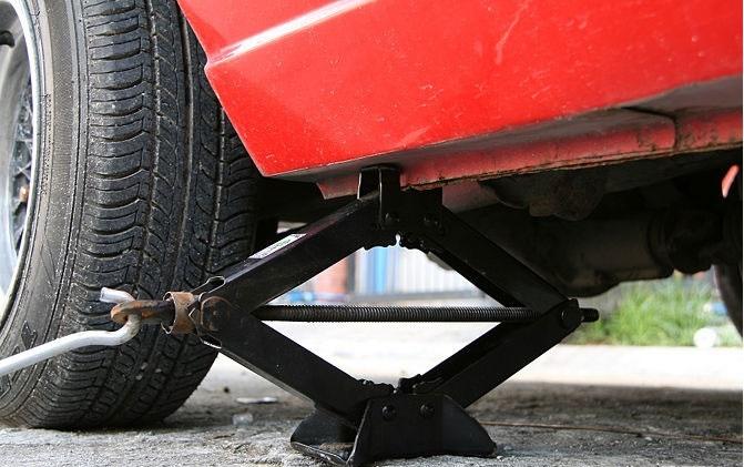 Tự thay bánh sơ cua xe ô tô có đảm bảo không 2